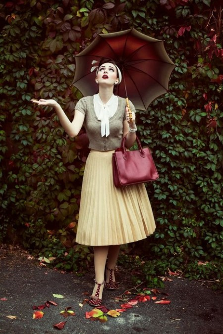 A-blood-red-handbag-shoes-and-umbrella