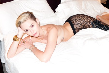 miley-cyrus_naked_by_terry-richardson_2
