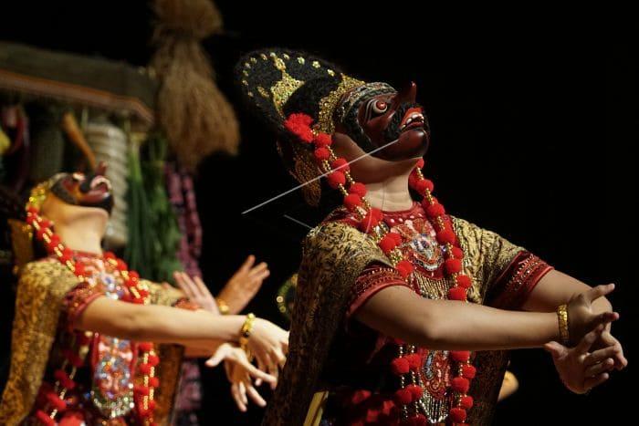 Tarian Topeng Cirebon yang kaya akan pesan dan makna di setiap jenis topengnya