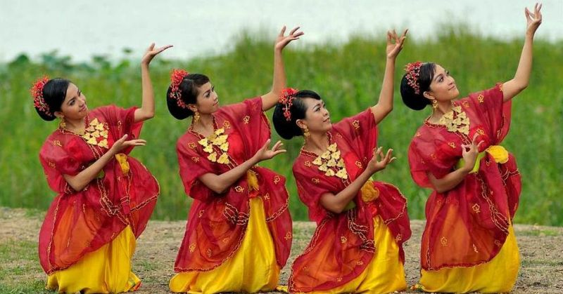 Gambar tari nguri Nusa Tenggara Barat