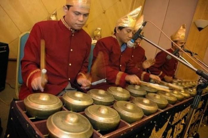 Gambar alat musik kenong Minang