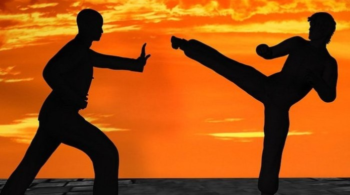 Ilustrasi cerita silat pertarungan dua pendekar