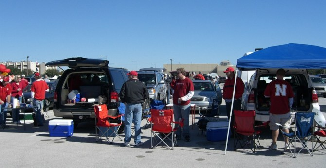 tailgating and beer, dark mild and fizzy yellow beer recipes