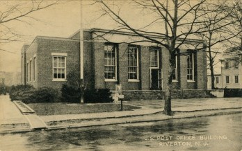 Vintage postcard of the 1940 Riverton Post Office built by the federal government during the New Deal at 613 Main Street. PHOTO CREDIT: WILLIAM DOWNS
