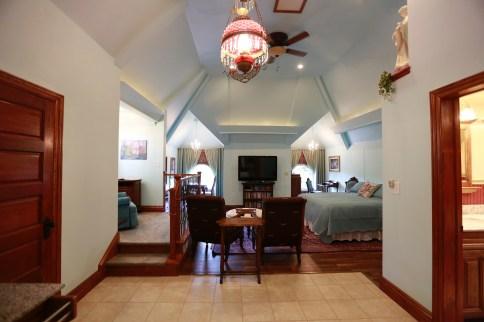 honeymoon loft suite