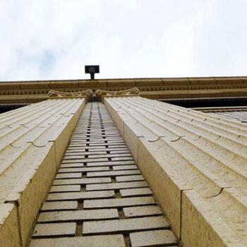 Hostel vertical columnsWEB