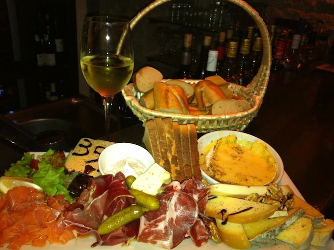 Great food at the Cave 35 in Nice