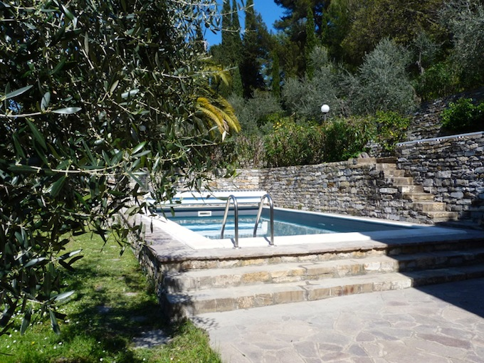 The swimming pool at the country villa in Imperia