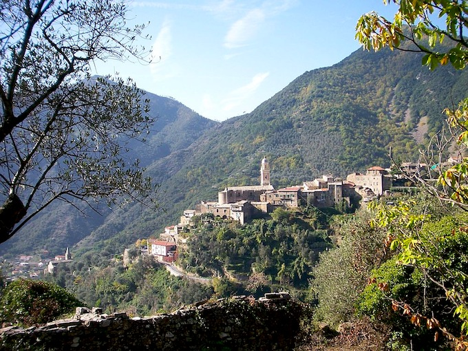 Spectacular setting for this property in Monalto Ligure in Italy