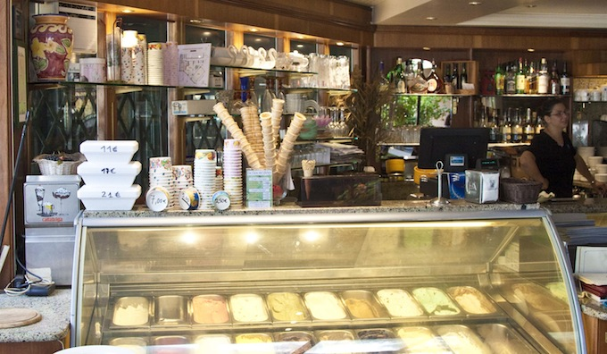Great selection of gelato in Graziella in Fontvieille