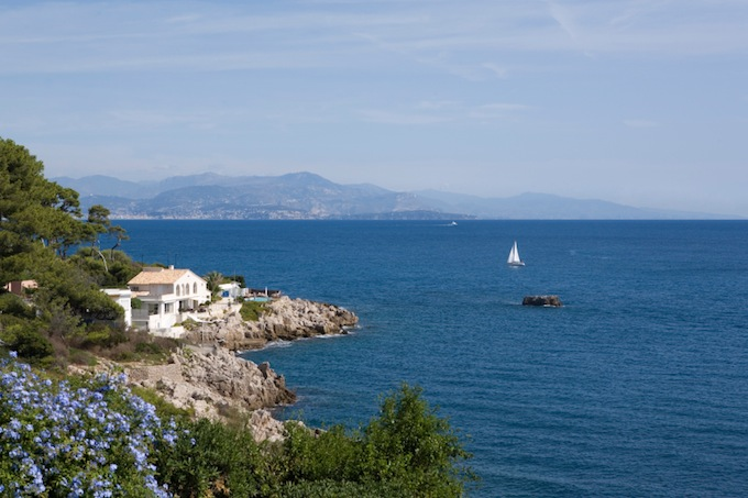 Property overlooking the Mediterranean in the South of france