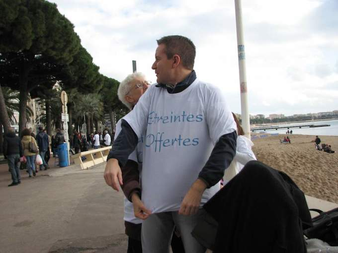 Free Hugs in Cannes and Antibes this weekend, 11 January 2014