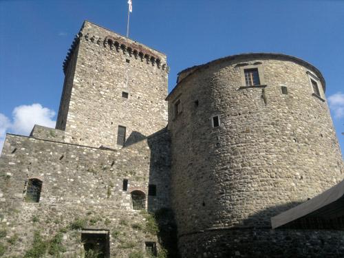 Varese Ligure e il suo cstello di pietra