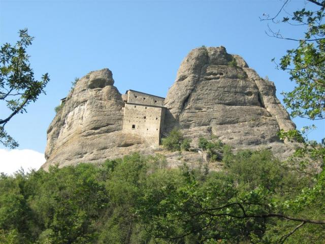 Parco dell'Antola castello di pietra a Vobbia