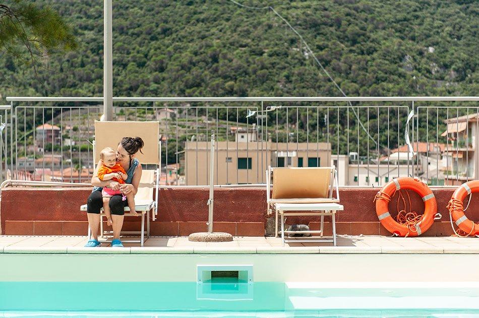 Mamma in piscina Hotel sangiuseppe