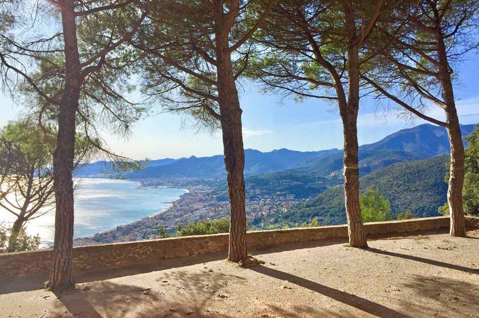panorama costa ligure chiesa san martino borgio verezzi
