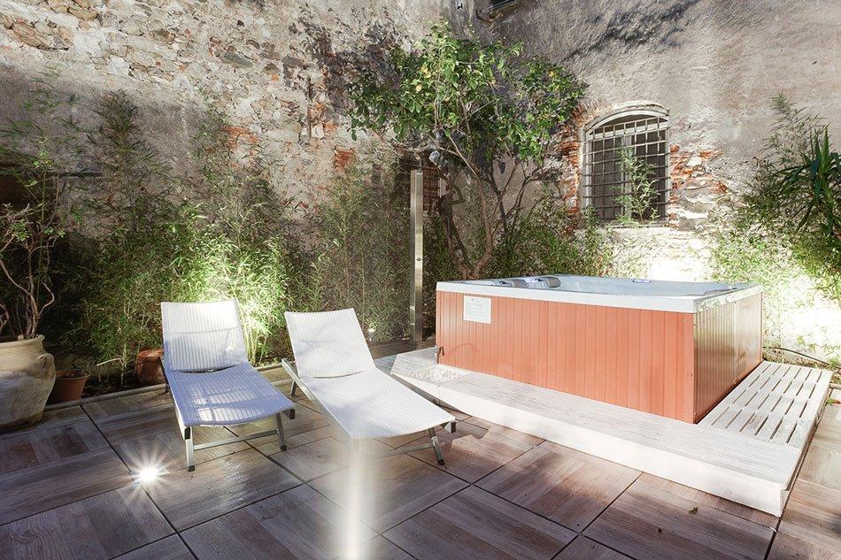 Idromassaggio-piscina-hotel