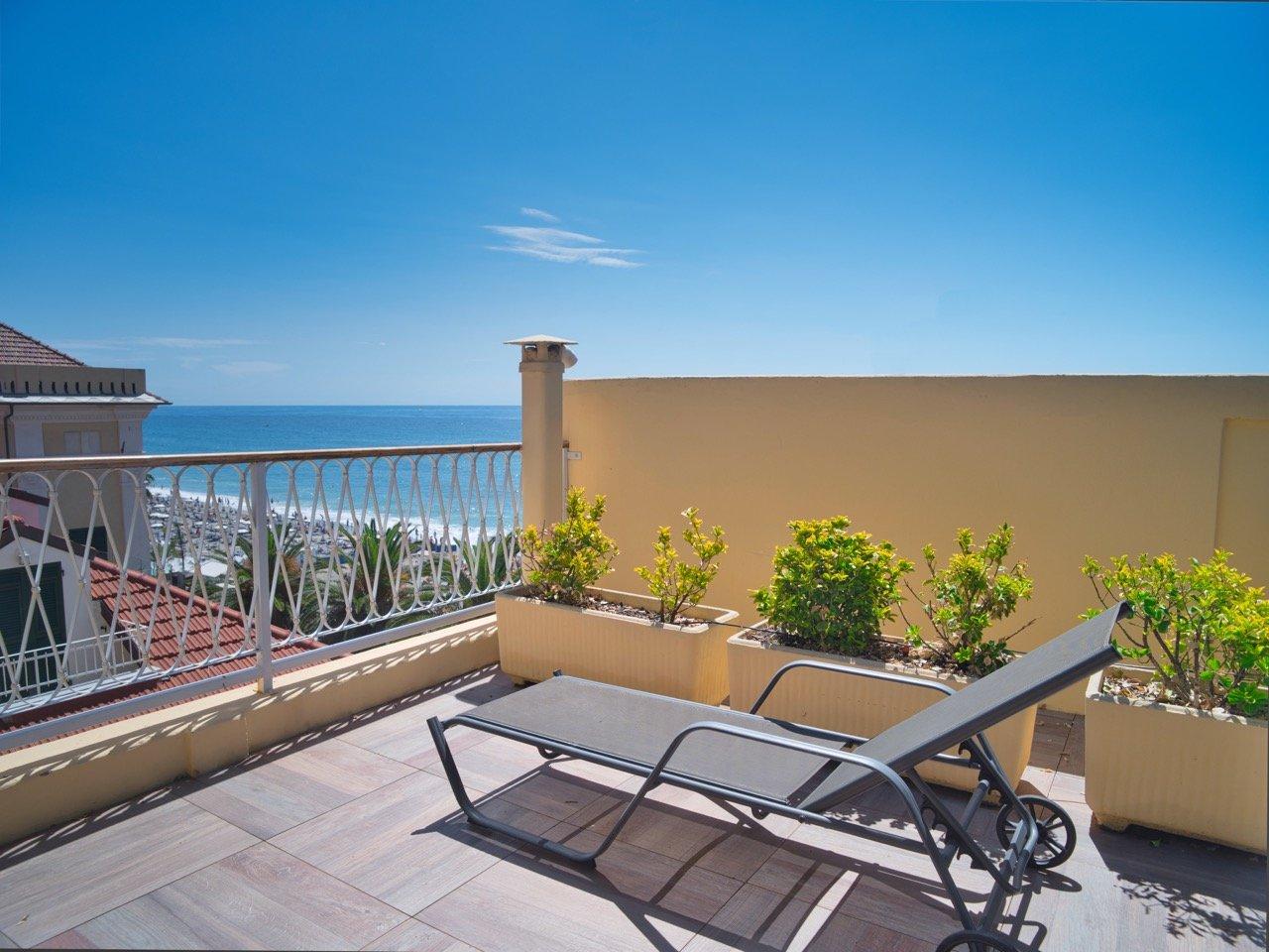 Hotel Medusa Finale Ligure terrazza solarium vista mare