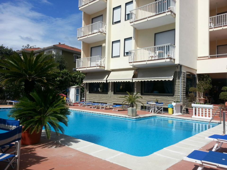 Hotel-splendid-piscina
