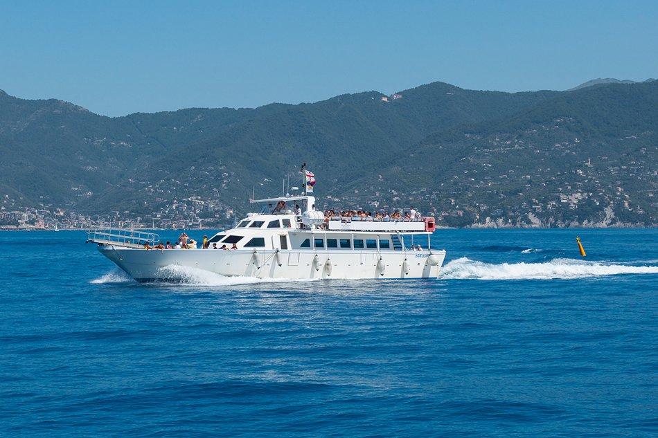 Battello per gite in barca in Liguria