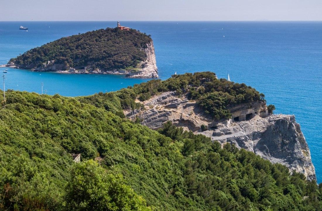 Vista dell'isola del Tino dall'isola Palmaria