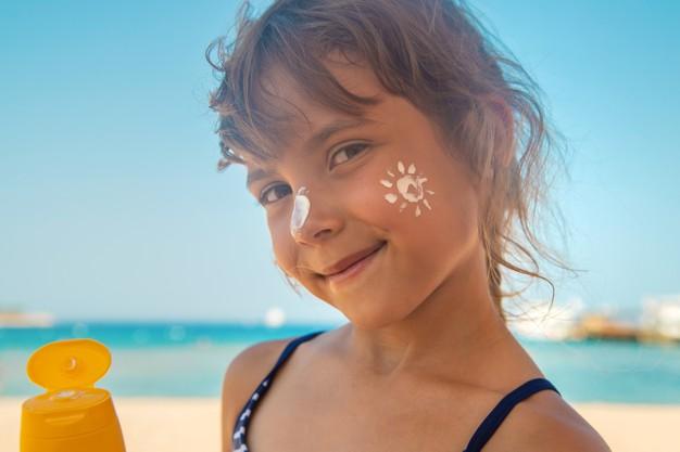 bambina protezione solare
