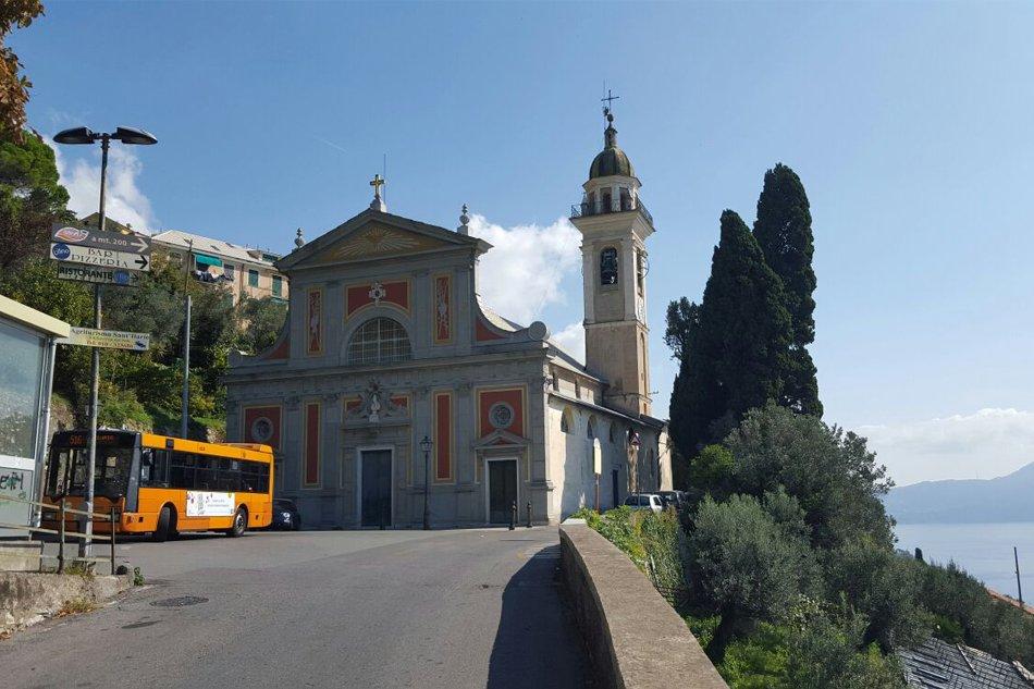 Chiesa-di-Sant-Ilario-Genova-e-capolinea-autobus