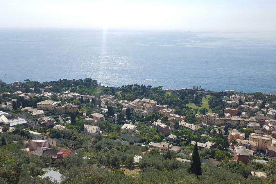Sant'Ilario vista sul quartiere di Nervi e sul mare