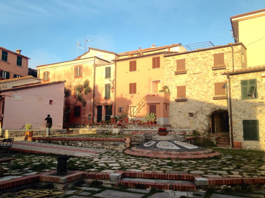 montemarcello piazza storica