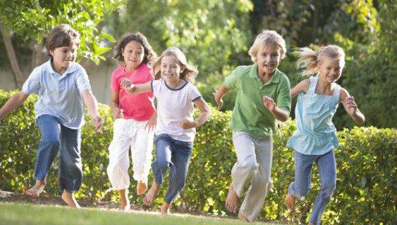 Giochi da fare all'aria aperta con i bambini