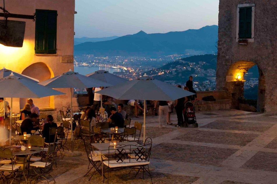 Borgio Verezzi vista panoramica dalla piazzetta