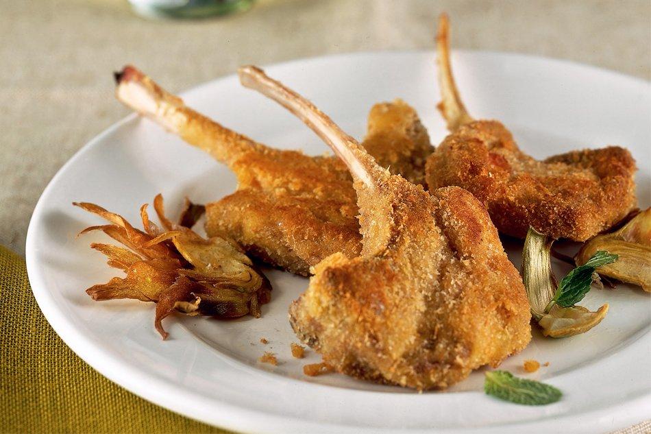Pasqua a tavola in Liguria con costolette di agnello impanate e fritte
