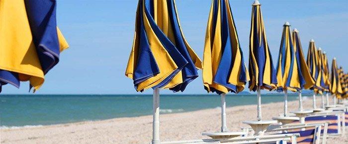Loano ombrelloni su spiaggia attrezzata
