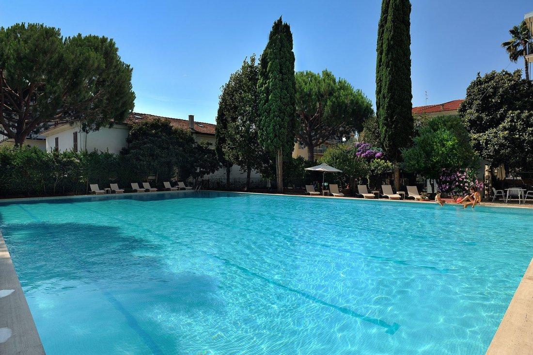 Piscina-hotel-raffy