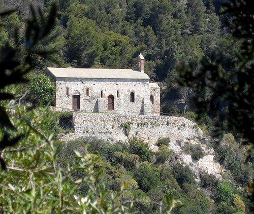 Chiesa di San Lorenzo tra la natura