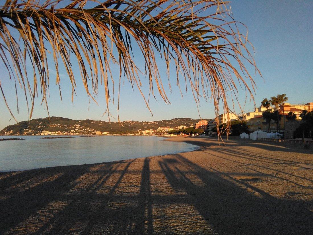San Bartolomeo Al Mare spiaggia vuota all'alba