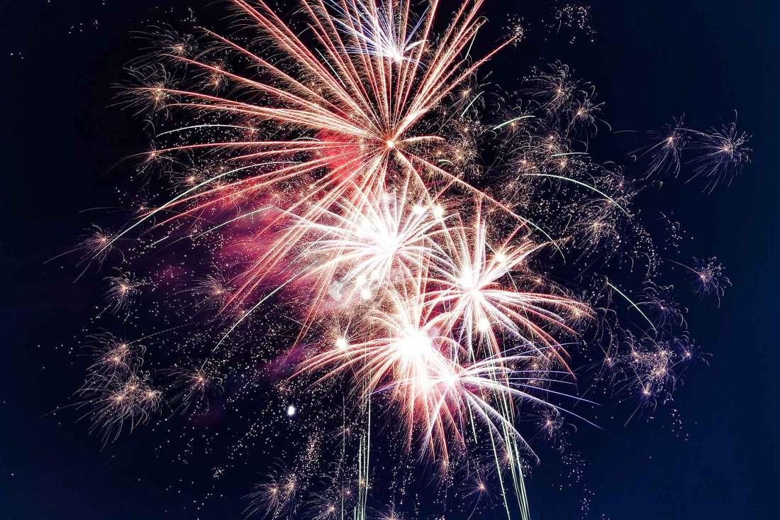 Fuochi d'artificio colorati guida ai fuochi liguri