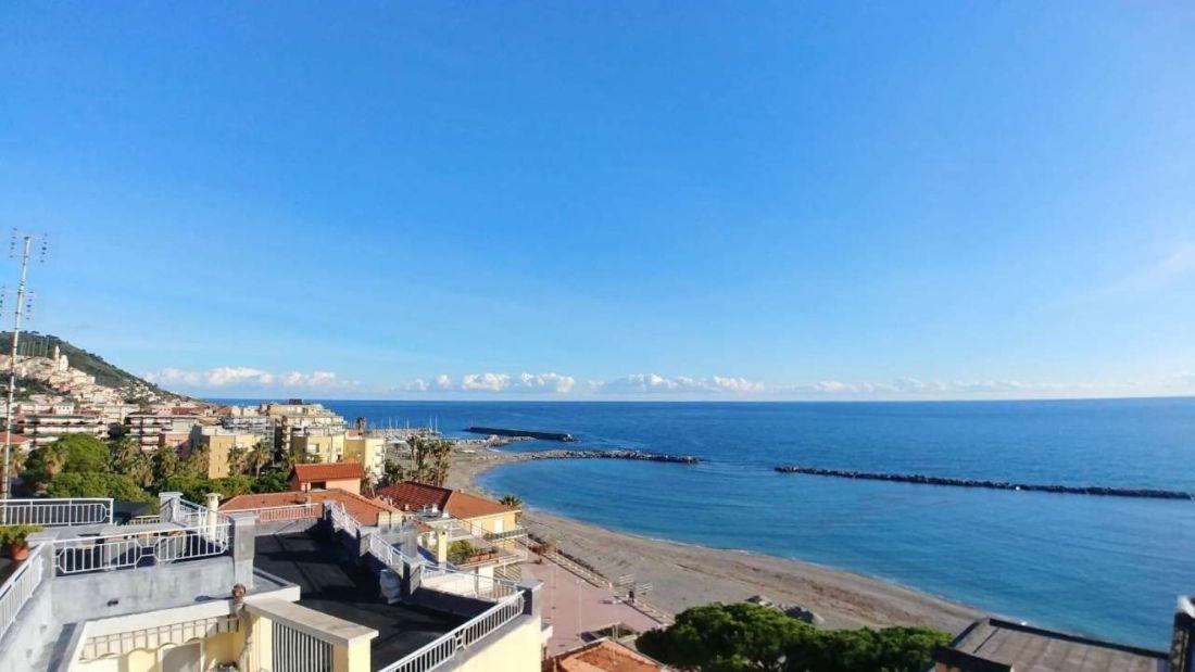 San Bartolomeo vista dall'alto sulla spiaggia