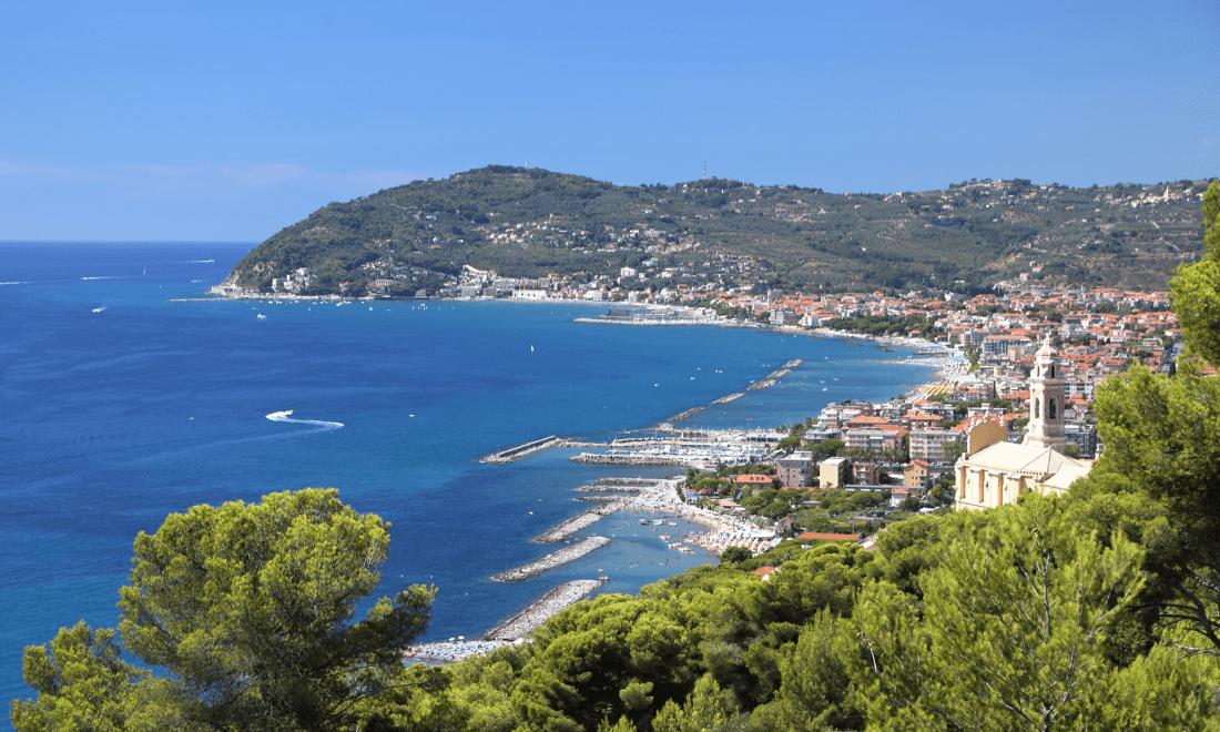 San Bartolomeo Al Mare vista dall'alto sulla città