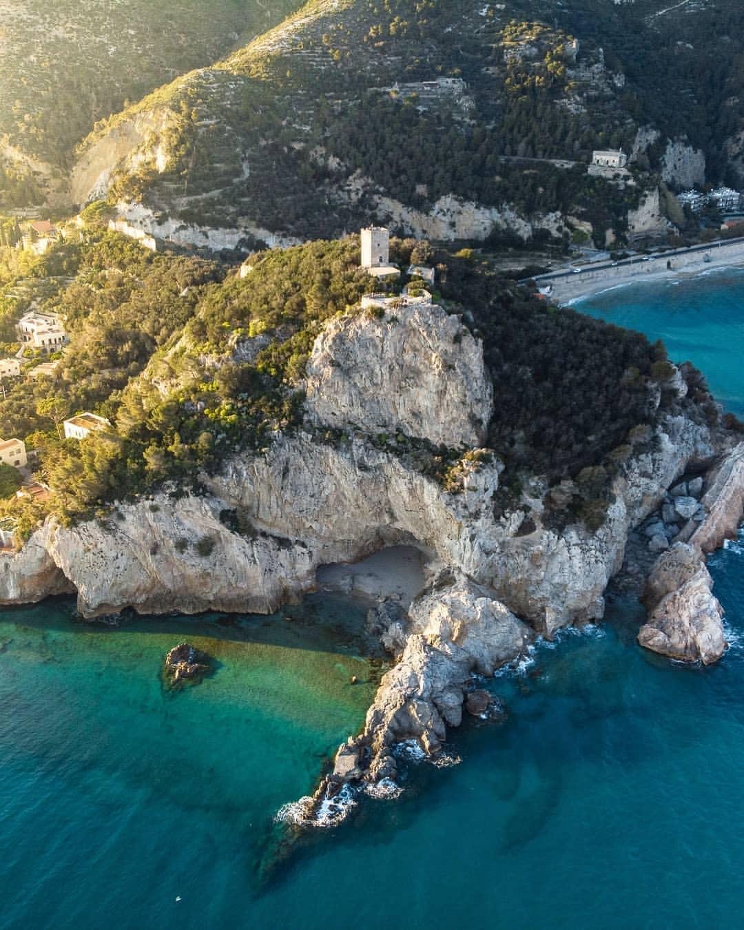 Varigotti e la spiaggia di Punta Crena