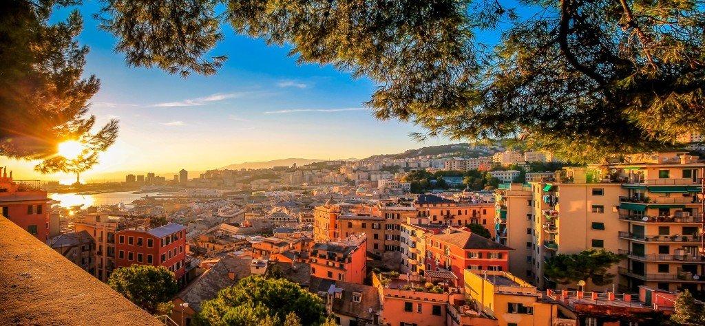 Genova vista sulla città al tramonto