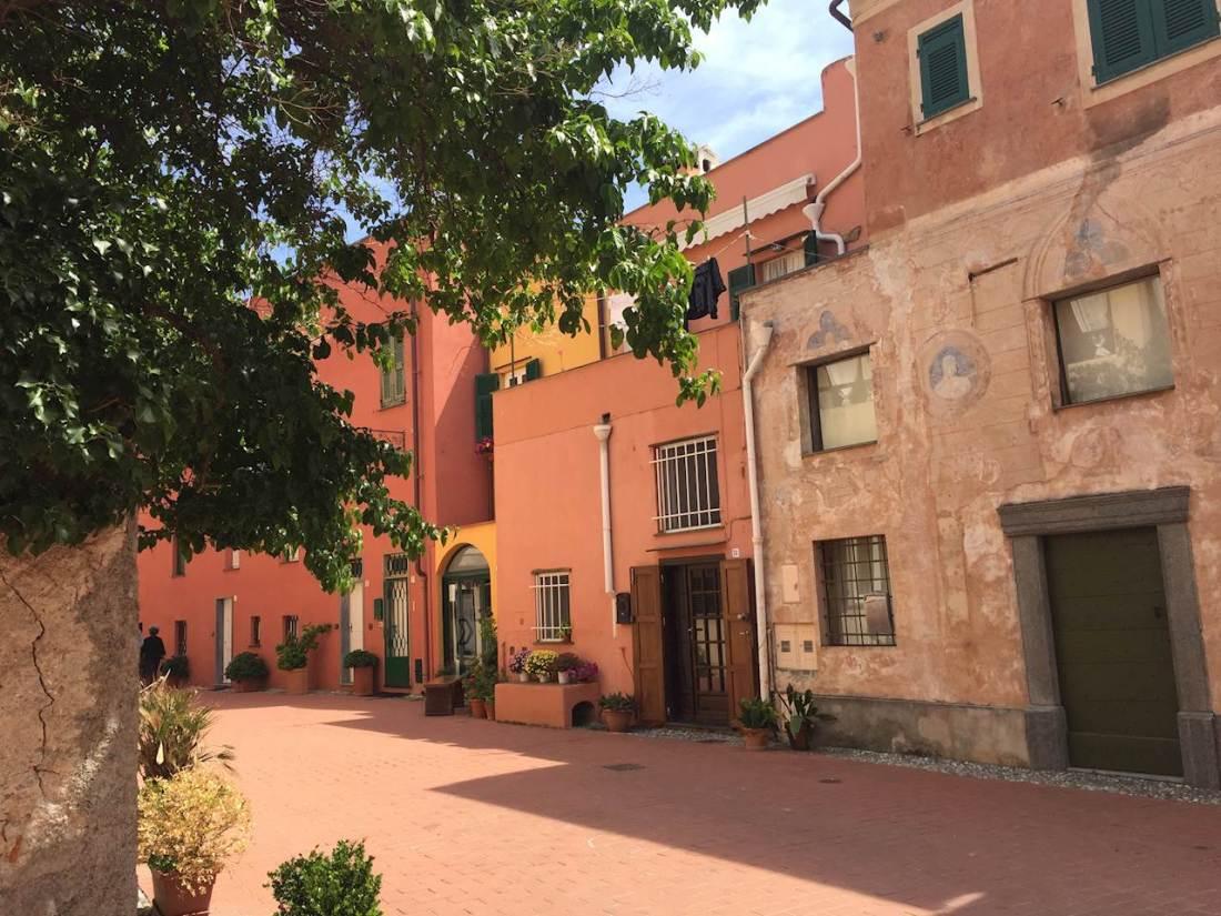 Varigotti paese interno con casa antiche