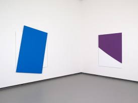 Ellsworth Kelly - Blue Diagonal Purple Curve in Relief � Ellsworth Kelly � Fondation Louis Vuitton Marc Domage