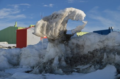 Melting snow formations