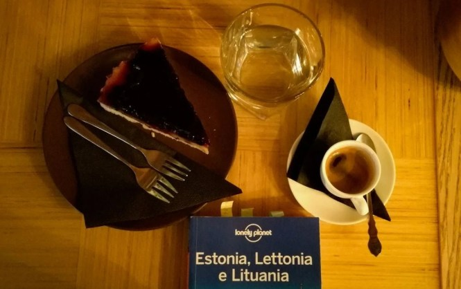 crostata frutti di bosco espresso merenda Must Puudel Tallinn