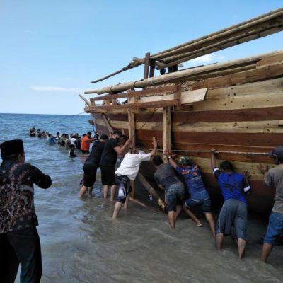 "Pelipur Rindu Warga Aborigin Bernama Padewakang ""Nur Al-Marege"""