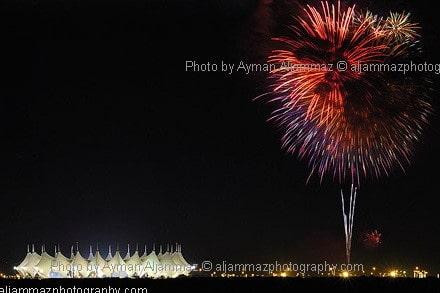 صورة للفنان أيمن الجماز أثناء الألعاب النارية في الرياض