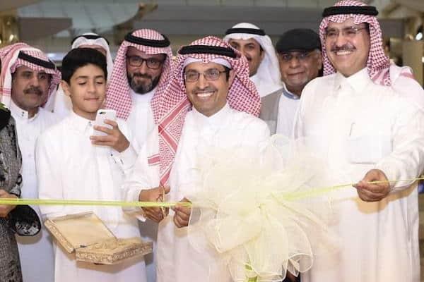 الرئيس التنفيذي للهيئة العامة للثقافة يفتتح معرض (نقطة) في مركز المملكة