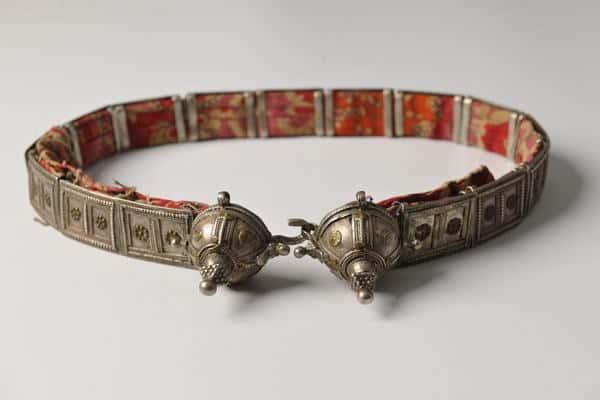 فنون التراث تشارك باكثر من ٣٠٠ قطعة نادرة من الحلي والمجوهرات في متحف البحرين الوطني