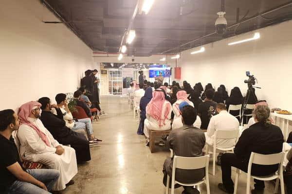 """هواوي السعودية"""" تنظم ورشة عمل بالتعاون مع """"قمرة"""" للتعريف بمزايا التصوير بالهواتف الذكية من خلال عدسات هاتف هواوي مايت 20 برو"""